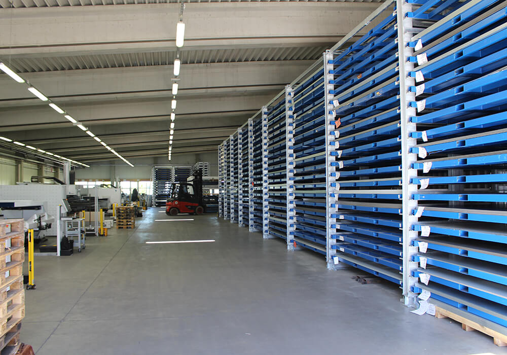 Böckelt Tower as sheet metal storage system for laser operation and contract manufacturers
