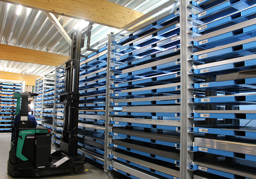 Storage of metal sheets in storage towers