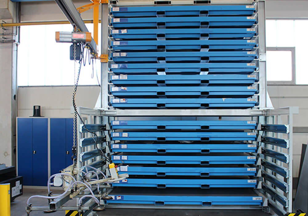 Sheet metal storage rack with drawers for large format metal sheets