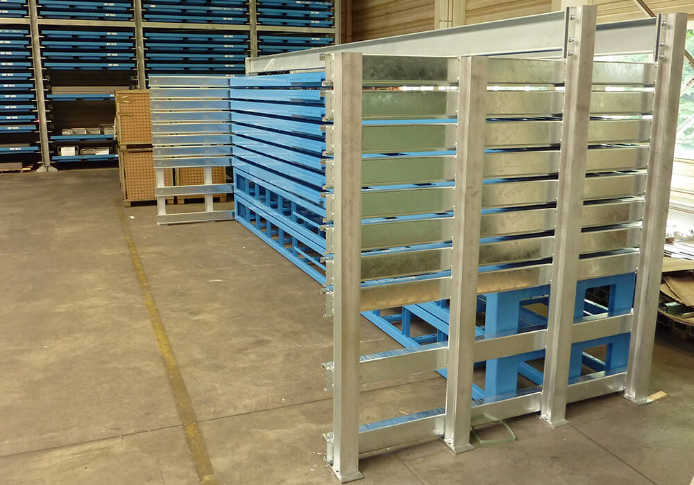 Automatic long goods storage rack with management system