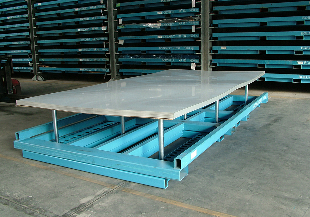 Depalletiser for depalletising metal sheet packages prior to storage in sheet metal storage system